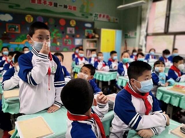 医生提醒:不要给 7 岁以下的儿童戴 N95 口罩